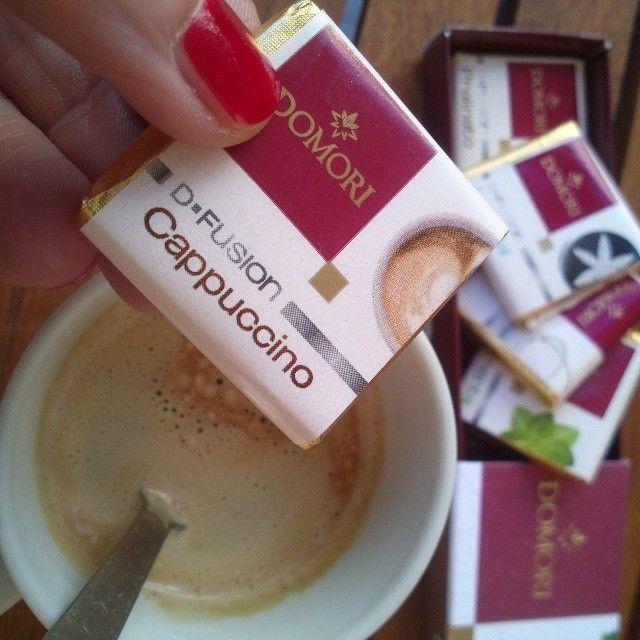 Caffè e cioccolatino! Toh, che bel gusto che ho trovato!!! #domori #chocolate #illyIT #cappuccino #gnam #instafood #instagood #yummy #golosa #foodporn #foodgasm