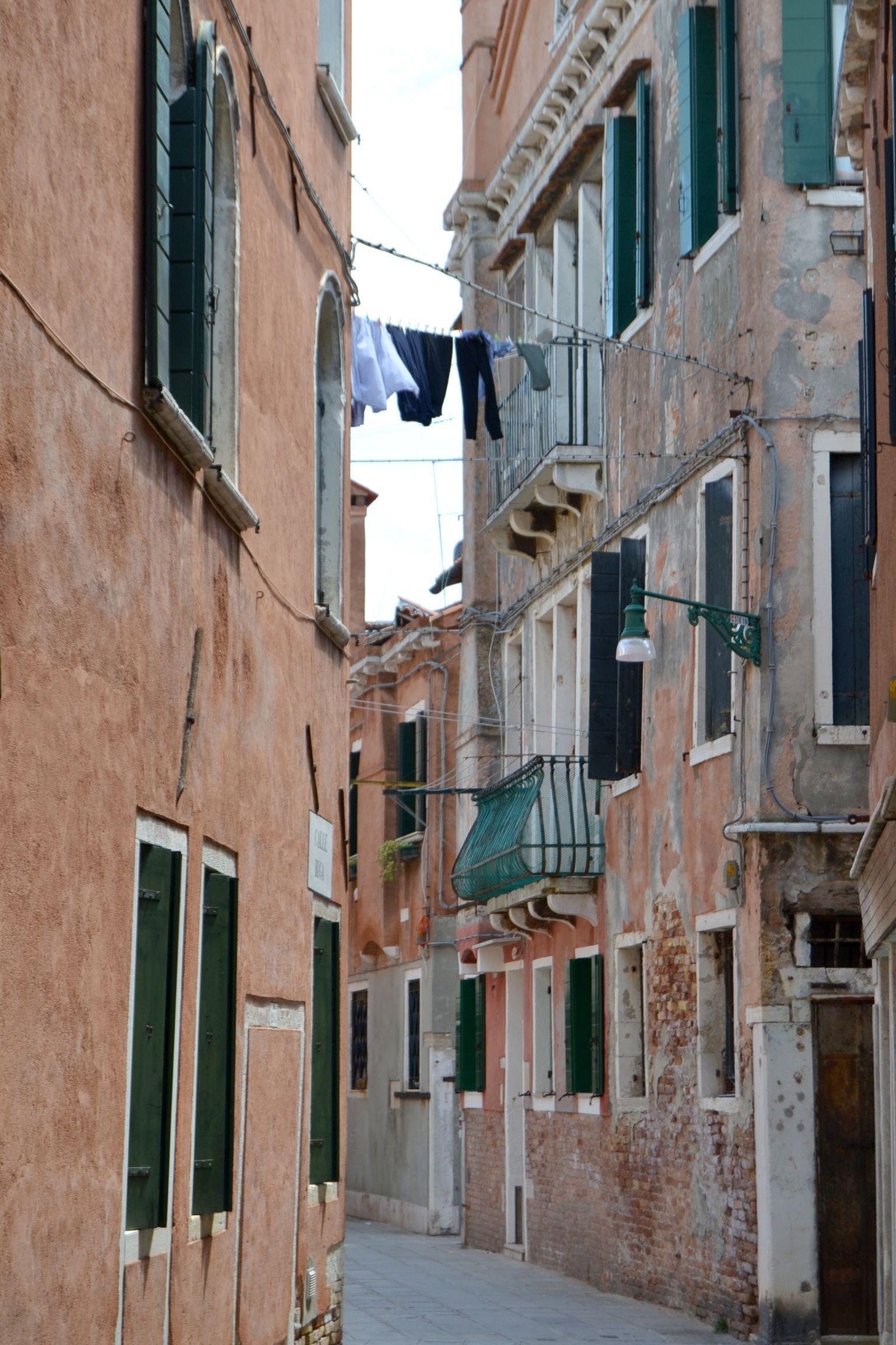 toute la gamme des ocres et des verts se retrouve à Venise