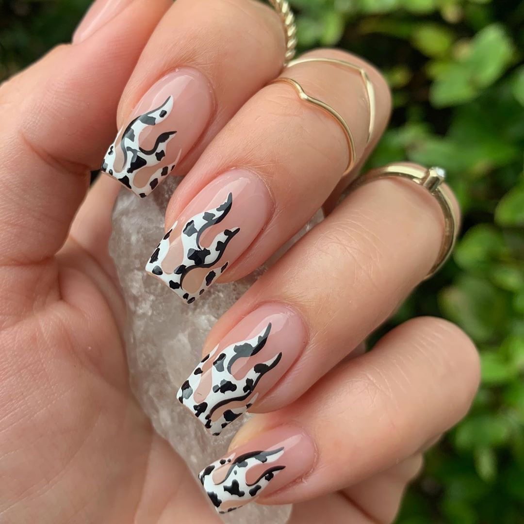 "ALYSSA on Instagram: ""Flames with the cow print inspired by @nailsbycaroline_ 🥰 Hand & stones by @vibesbybrose  #cowprint #nailartist #gelnailart…"" – Boda fotos"