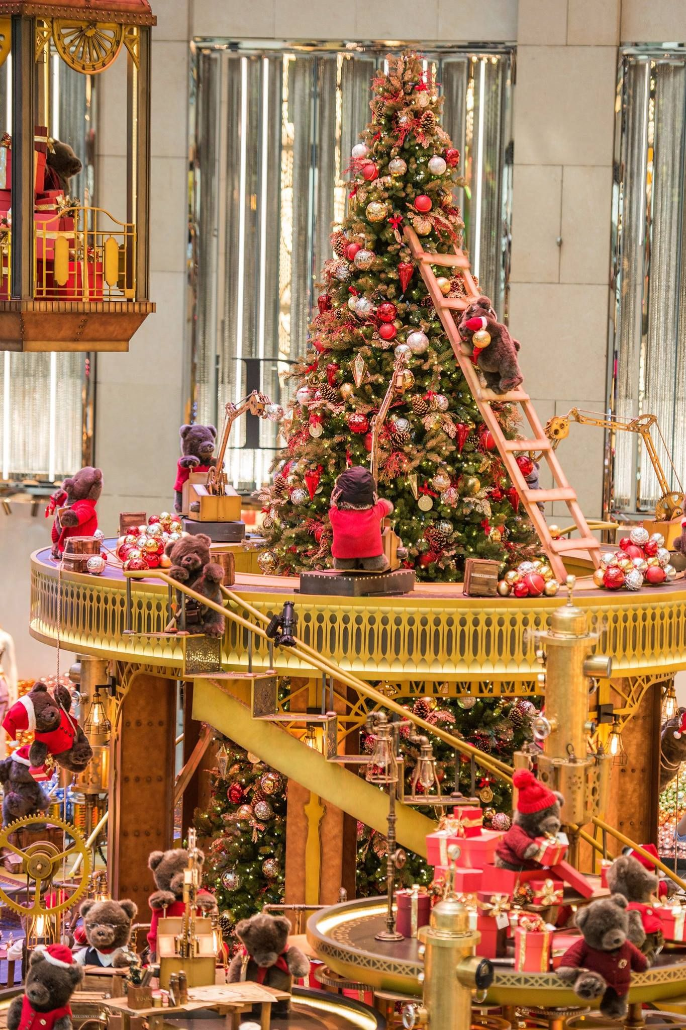 christmas decorations in paris