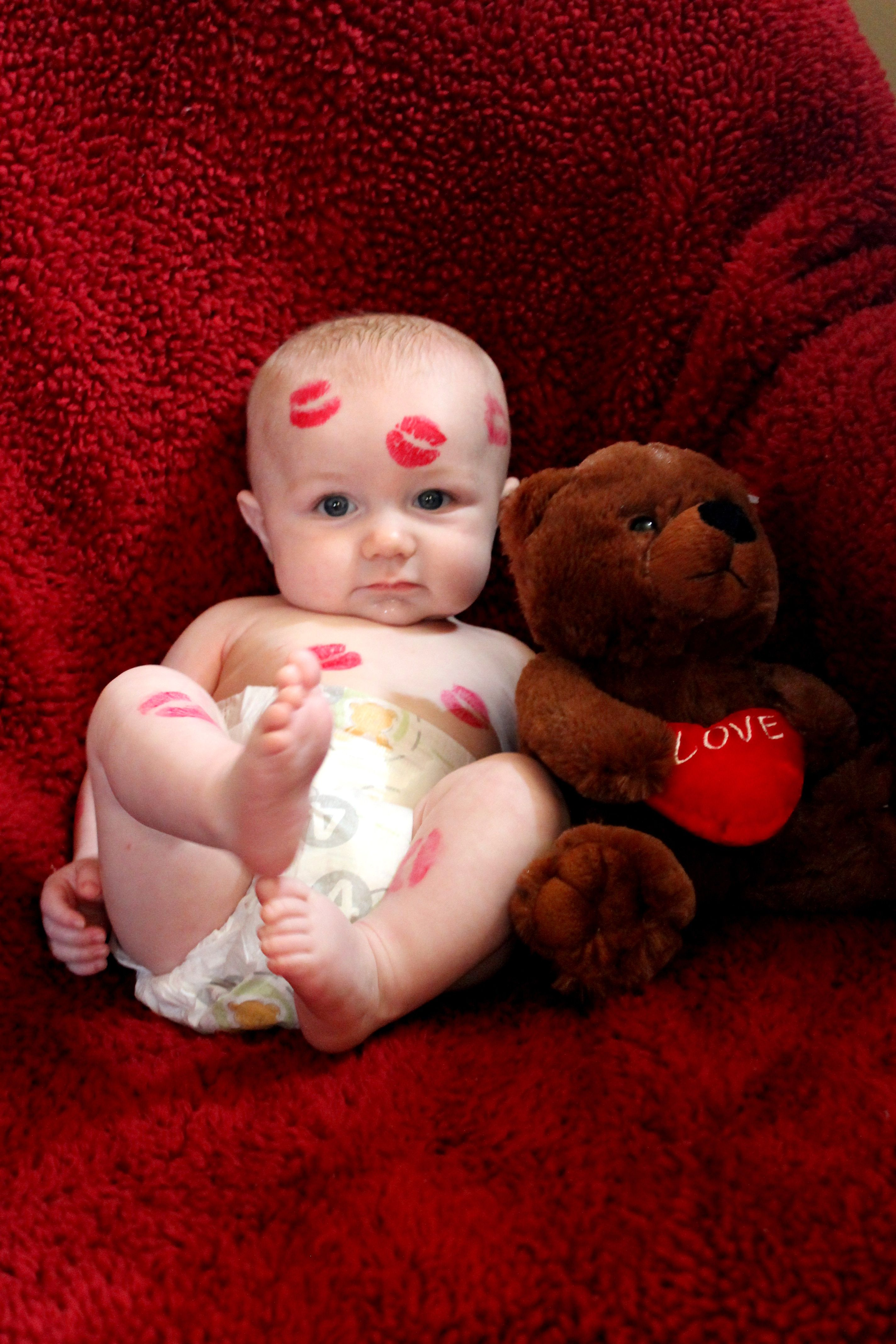 idea for valentines themed photo use baby oilwipes to - Baby Valentines