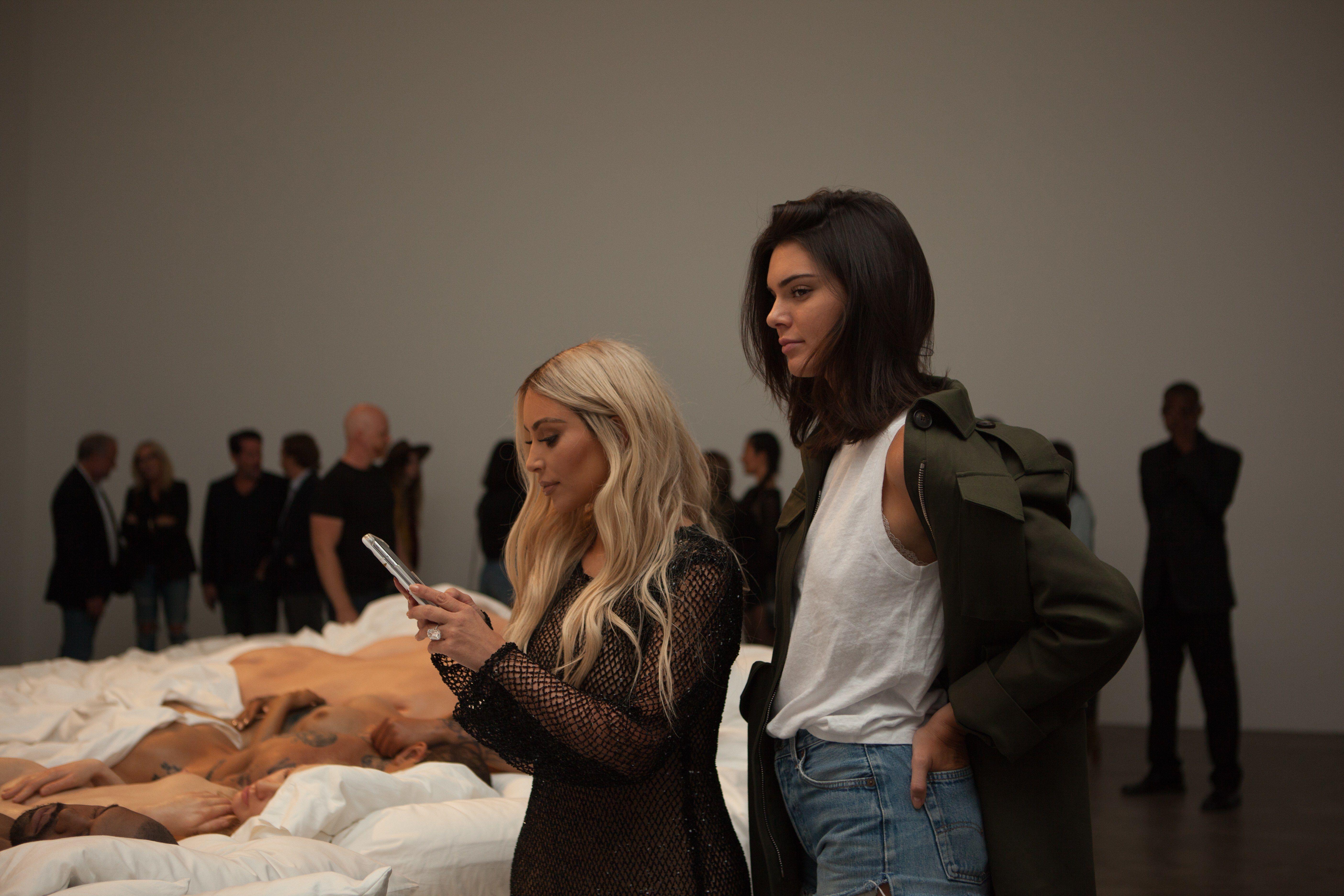 Kim Kardashian Unveils Kanye West S Famous Sculpture Famous Sculptures Kim Kardashian Kanye West