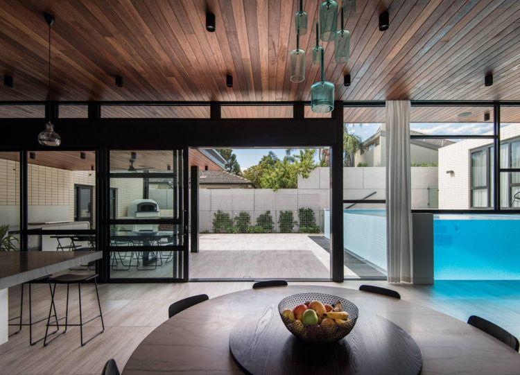Ein Toller Oberirdischer Pool Mit Glaswand: Man Blickt Ins Wohnzimmer  #blickt #glaswand #oberirdischer #toller #wohnzimmer