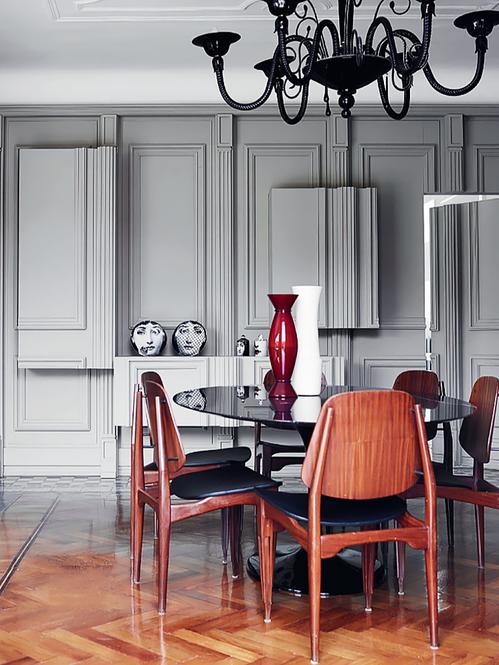 Sala de Jantar e Parede Decorada com Molduras. Fotógrafo: Fabrizio Cicconi. Fonte: Elle Decoration UK Maio 2014.