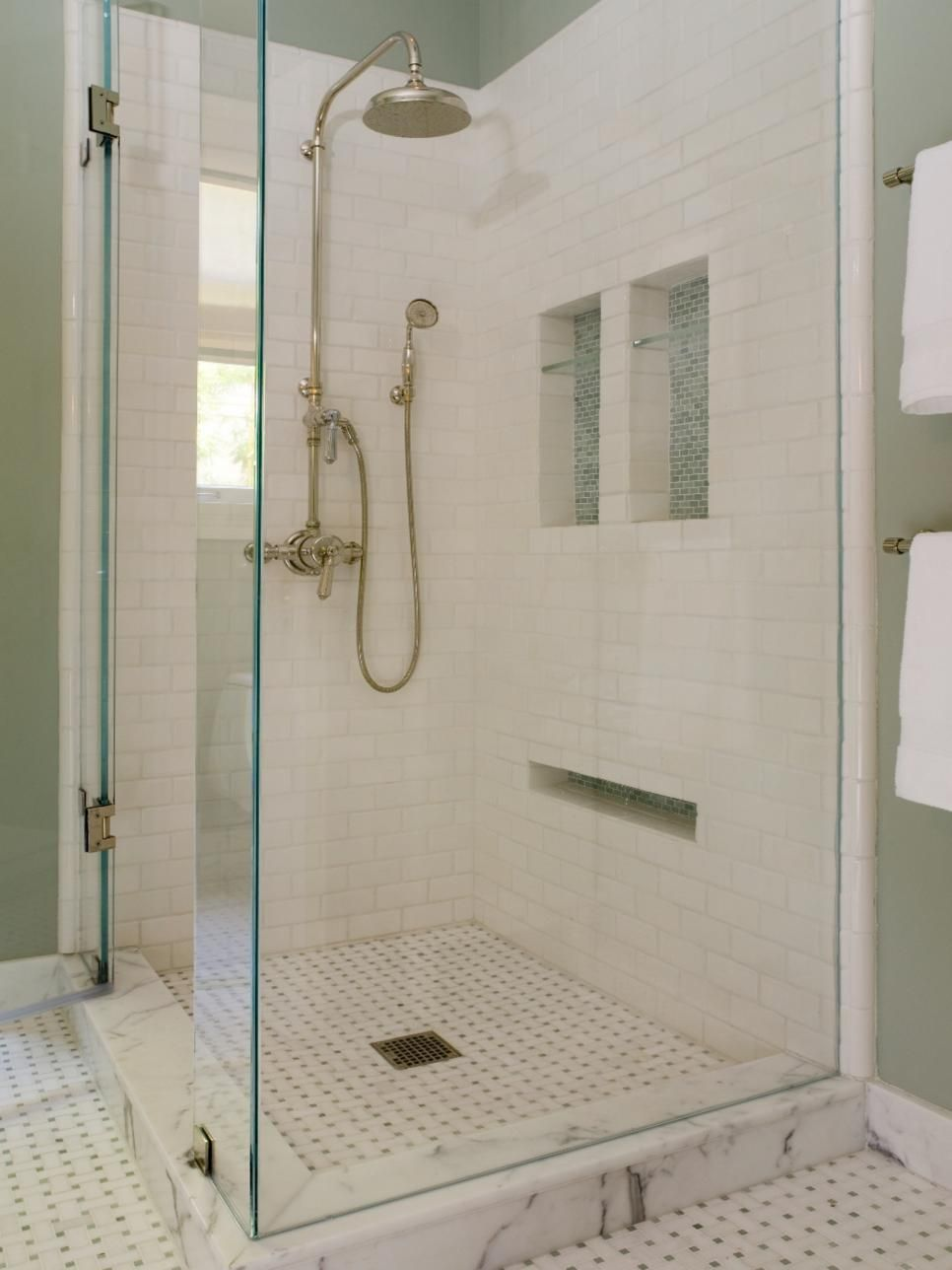 This Bathroom Has A Sleek Design With High End Finishes The Walk