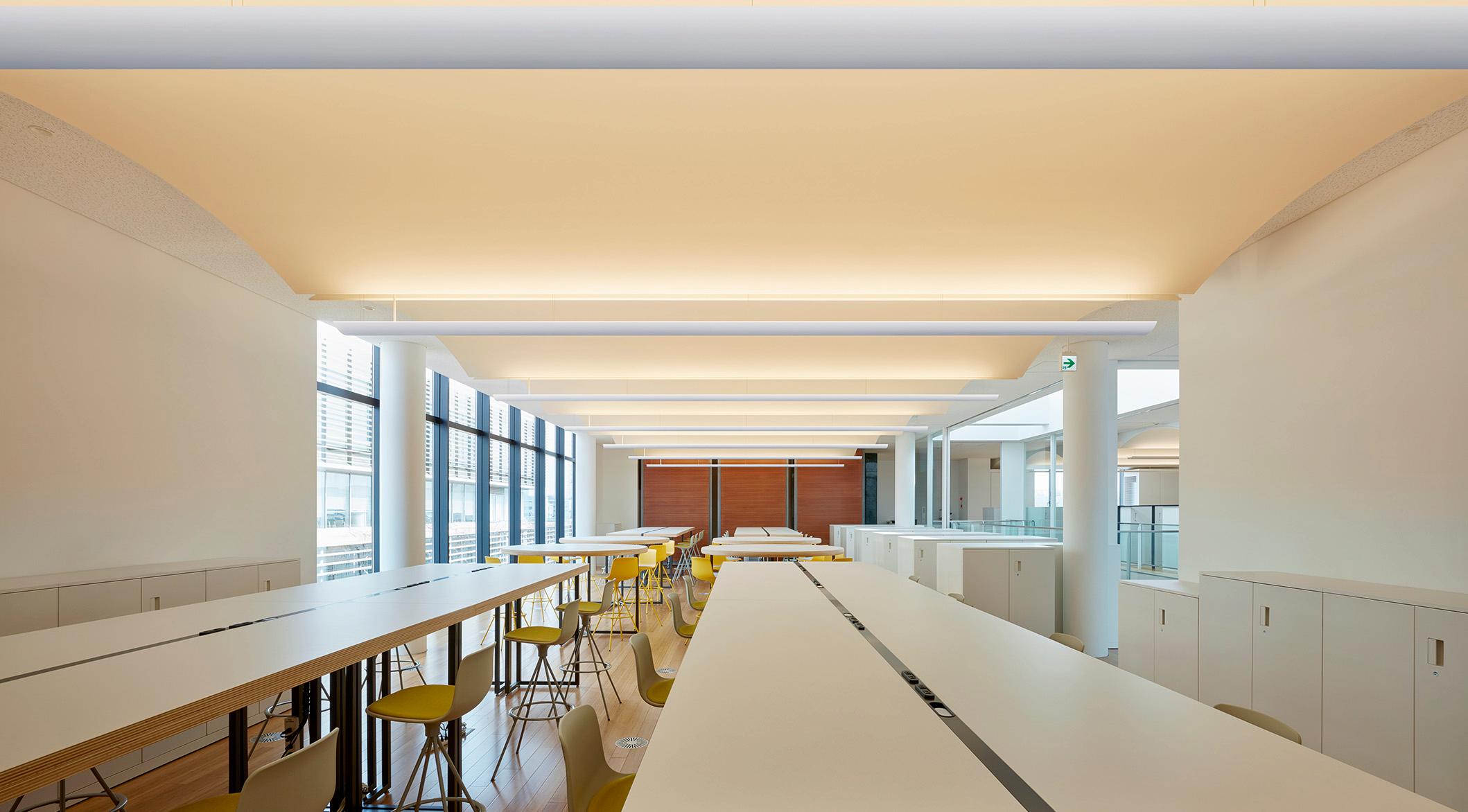 ボールト天井を美しく見せる コーリアン のオリジナル照明 天井