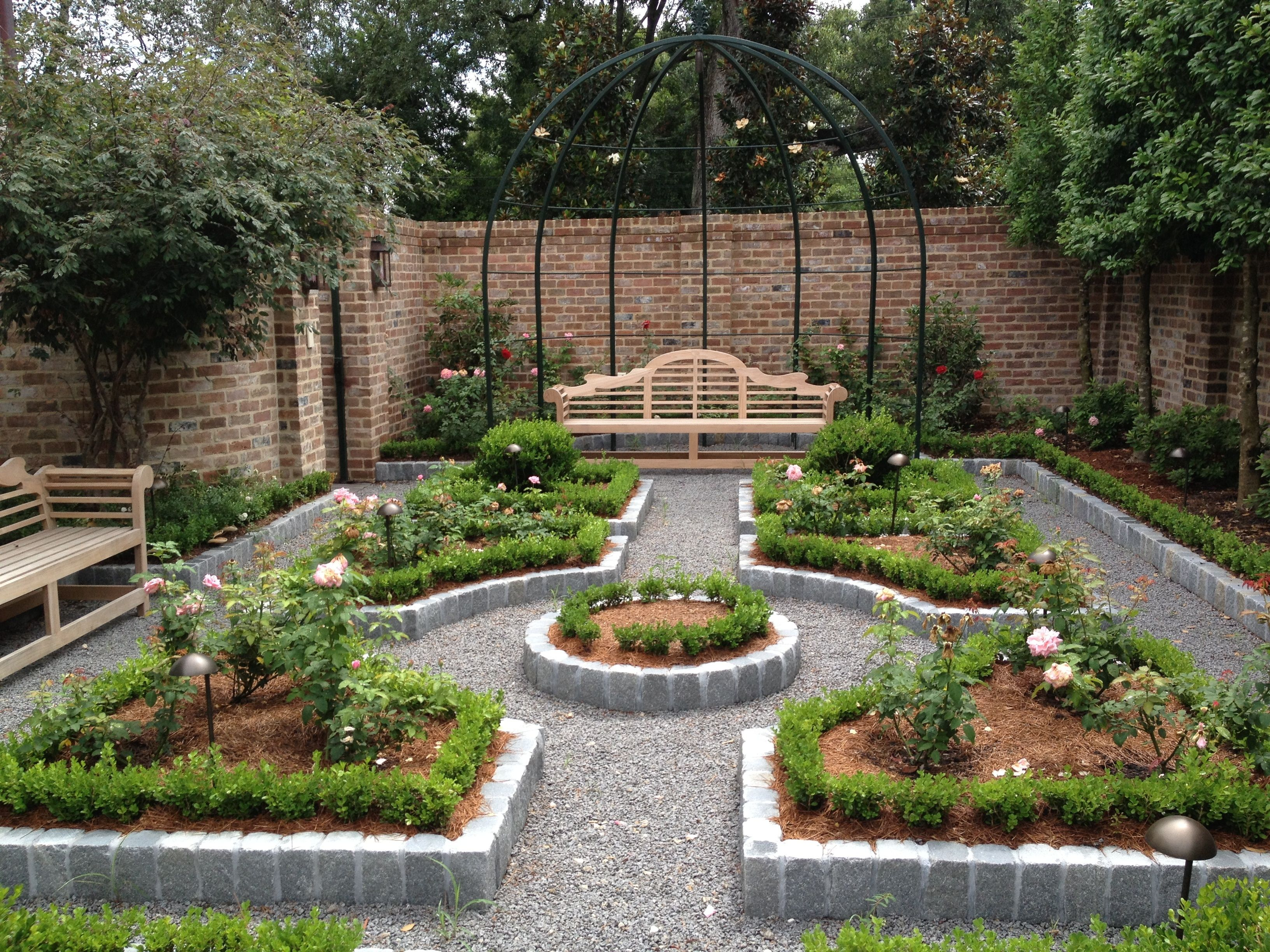 This contemplative rose garden plan uses David Austin floribunda