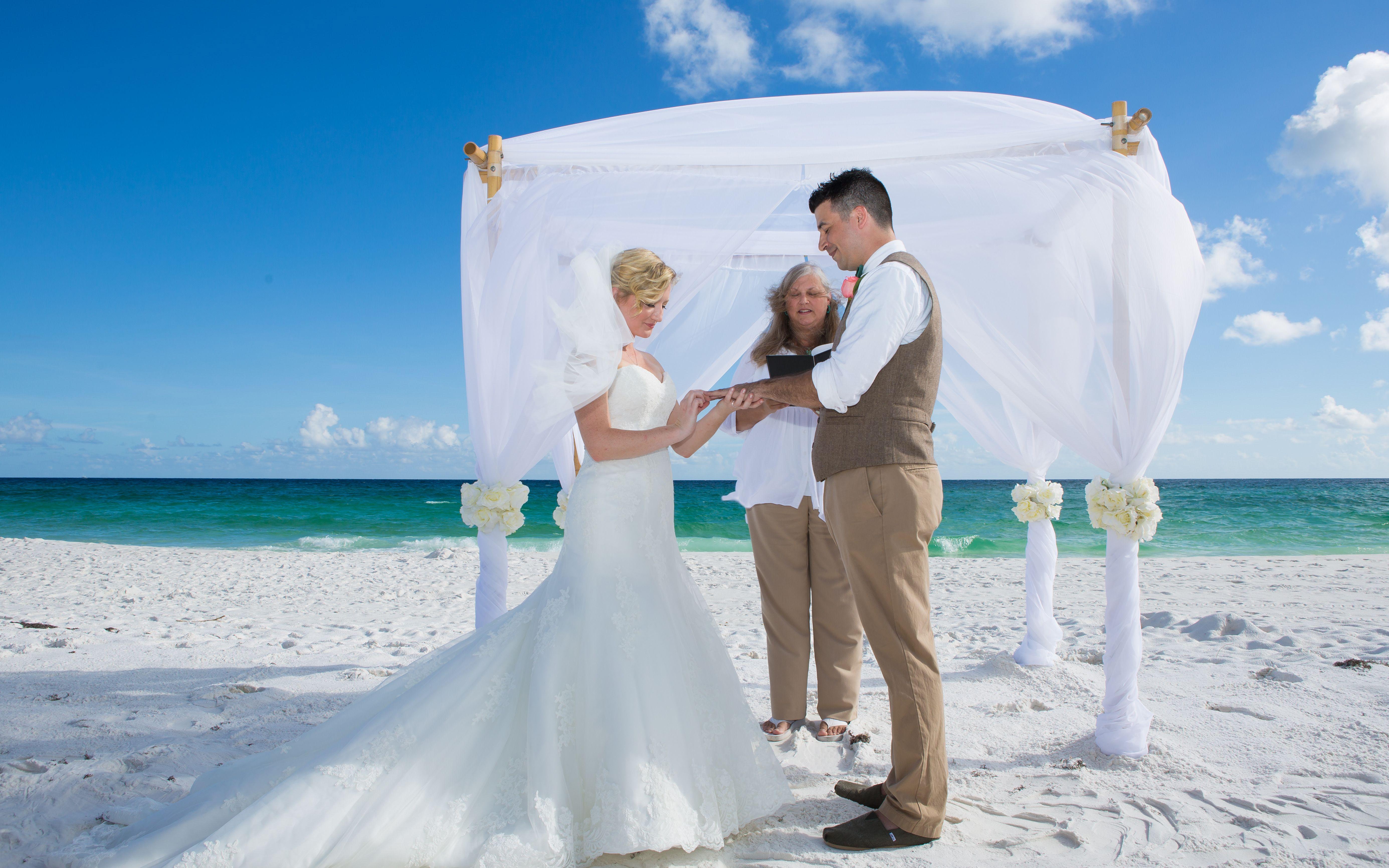 Destin Wedding In 2020 Beach Ceremony Beach Wedding Florida Beach Wedding