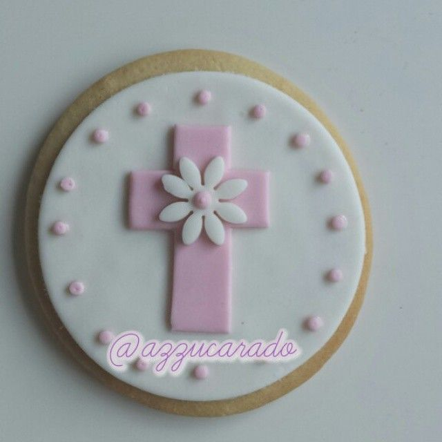 A veces lo simple dice más que lo complejo Galleta de comunión decorada con fondant  Sometimes simple says more than the complex Communion cookie decorated with fondant  #christening #cookie #fondant #christeningsugarcookie #foodporn #lovefood #instafood #instasize #food