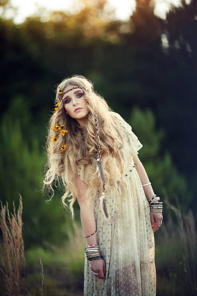 Flowers In Her Hair Boho Fashion Bohemian Hairstyles Hippie