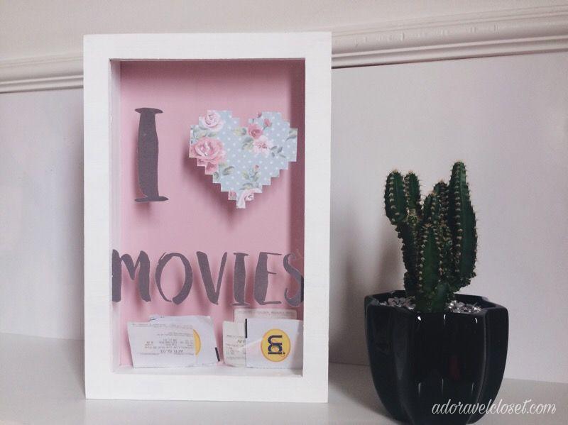 DIY Quadro Porta Ingressos 🎬 Essa é para quem ama decoração e cinema! Tudo em três passinhos, vem conferir: http://www.adoravelcloset.com/2017/01/diy-em-3-passos-quadro-porta-ingressos.html