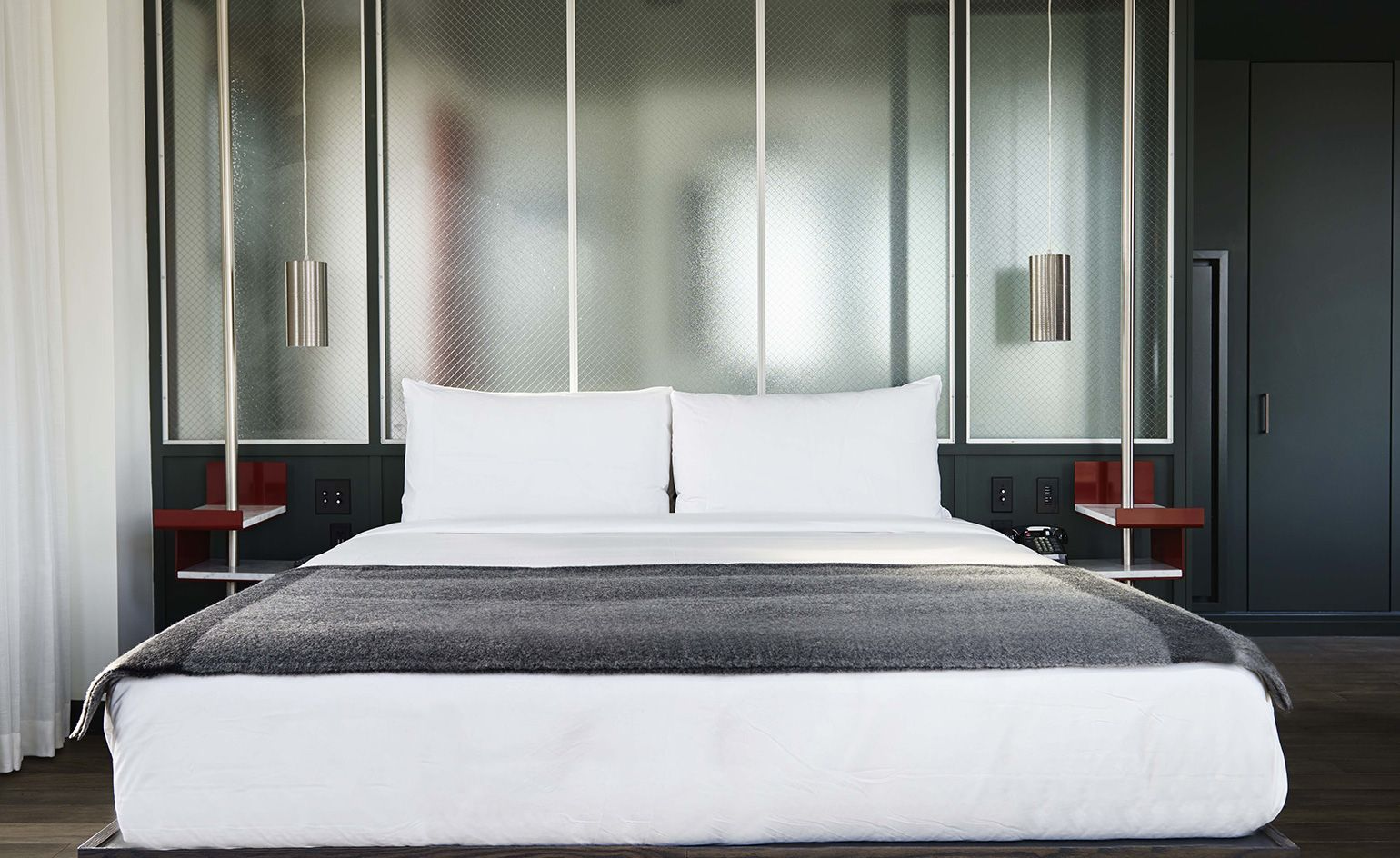 dual aspect sister hotels in chicago are proving multidirectional