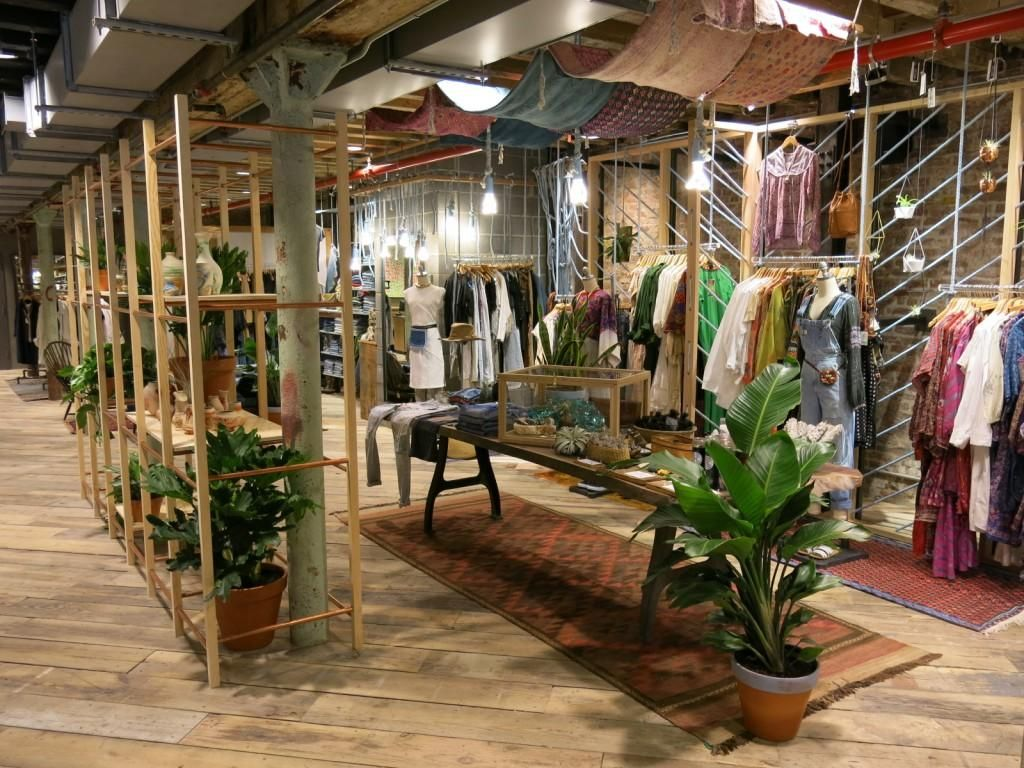 room dividers space 8 Urban outfitters store