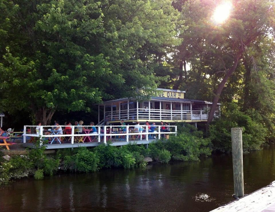 The Blue Oar Restaurant In Haddam Connecticut Charming Atmosphere And Location On River With Excellent Seafood