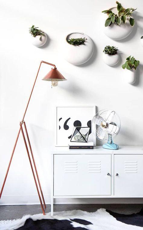 Seguro que estáis hartos de ver en Pinterest muebles de diseño a cuál más impresionante y bonito. ¿Te atreves a construir una lámpara con tubos de cobre?