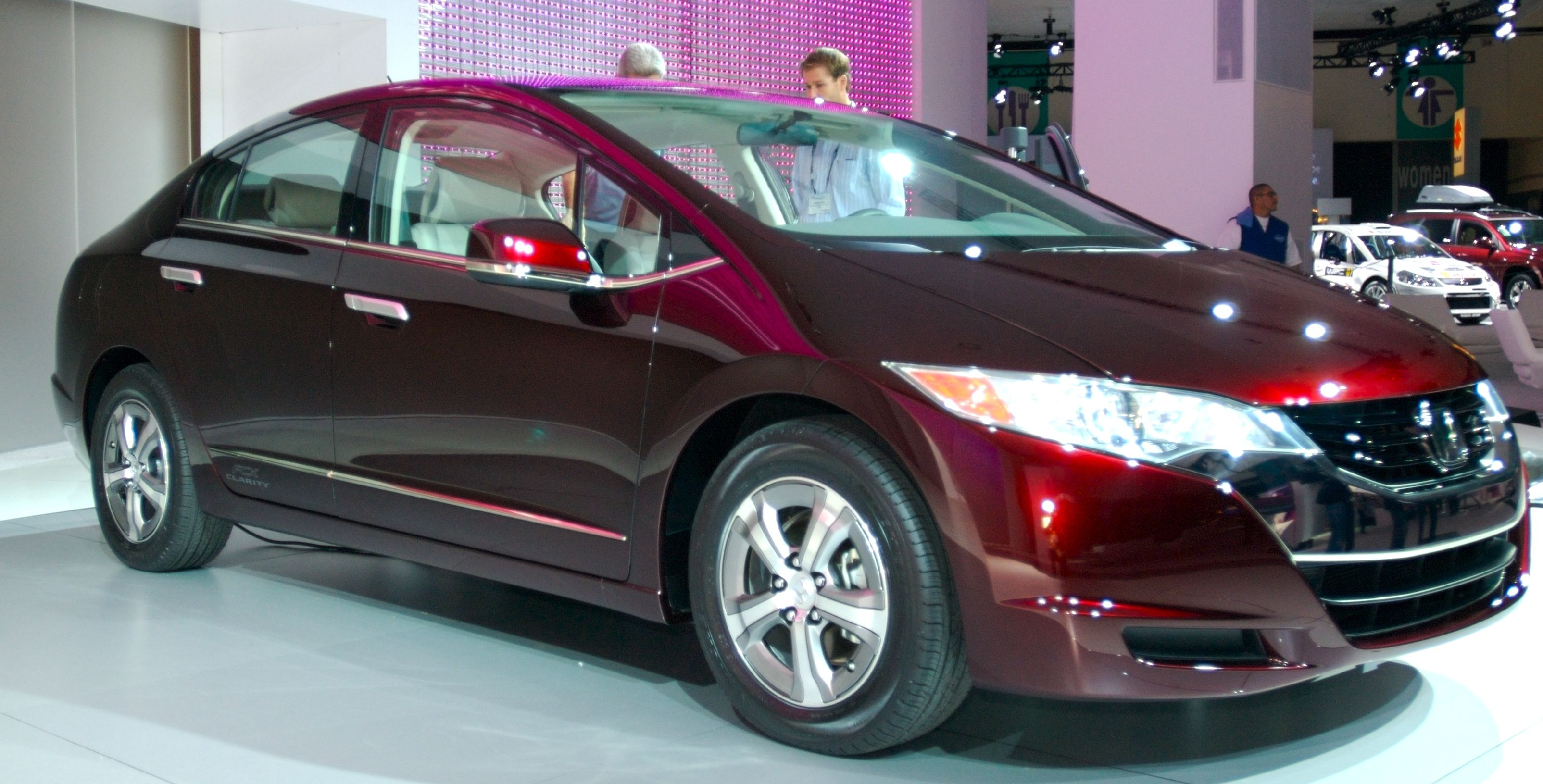 Honda FCX Clarity The Honda FCX Clarity fuel cell-electric vehicle ...