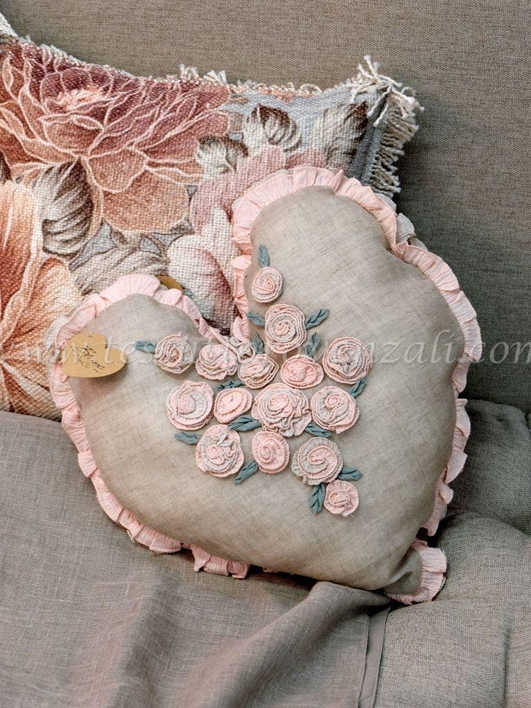 Cuscino Blanc Mariclò a cuore maxi 60x60 rosa polvere shabby chic