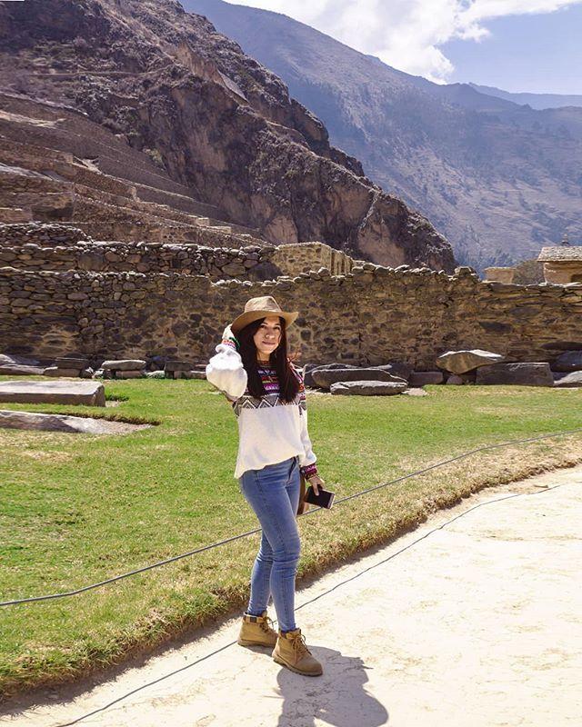 "YAMILY ALBRECHT 🍁 Art & Travel en Instagram: ""Visitando Cusco 🇵🇪💛⛰️ | lugar: Ollantaytambo 🙌. . * . * . * . * . * . * #photographerslife #girlswhotravel #journeyofgirls #peru #viajes"