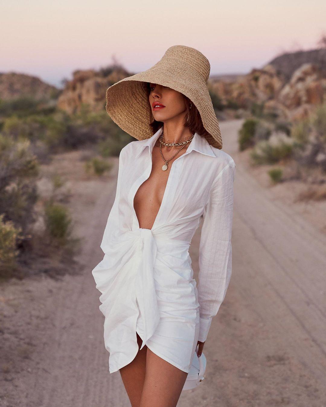 Tia Lineker op Instagram: sometimes simple 🖤   Fashion