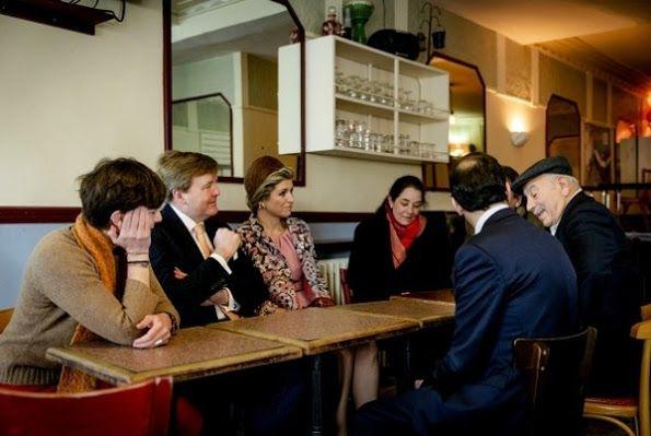 Dutch Royals visits the cafe 'Le Carillon' in Paris
