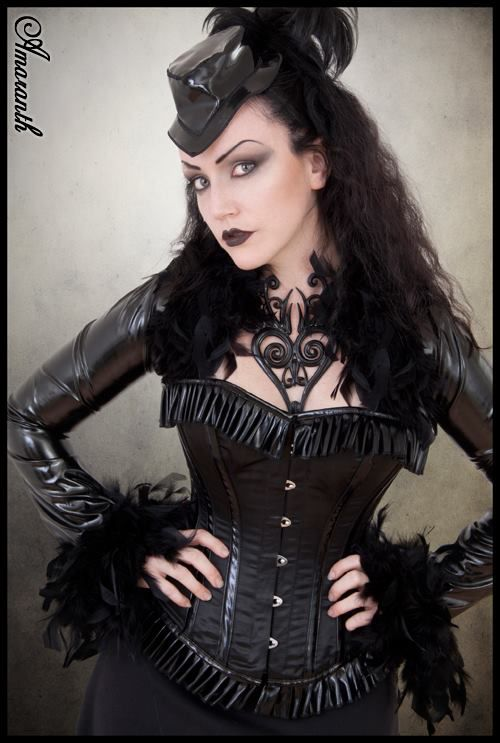 Goth Victoriana. Model: Lady Amaranth. Photo by Ethiriel. Clorhes: fantastic latex  Jewellery: Artwith Latex   Welcome to Gothic and Amazing |www.gothicandamazing.org