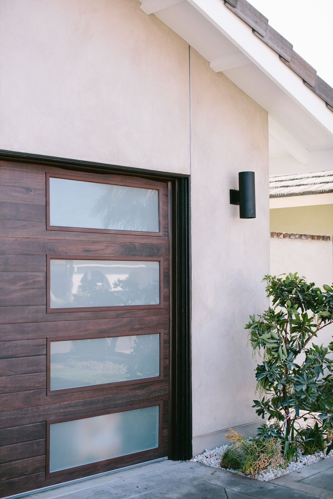 Mid Century Modern Meets Hi Tech With This Custom Garage Door Hiddenpotential Modern Garage Doors Custom Garage Doors Porch Makeover