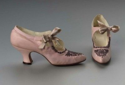 Shoes 1912, made of suede, leather and silk ribbon