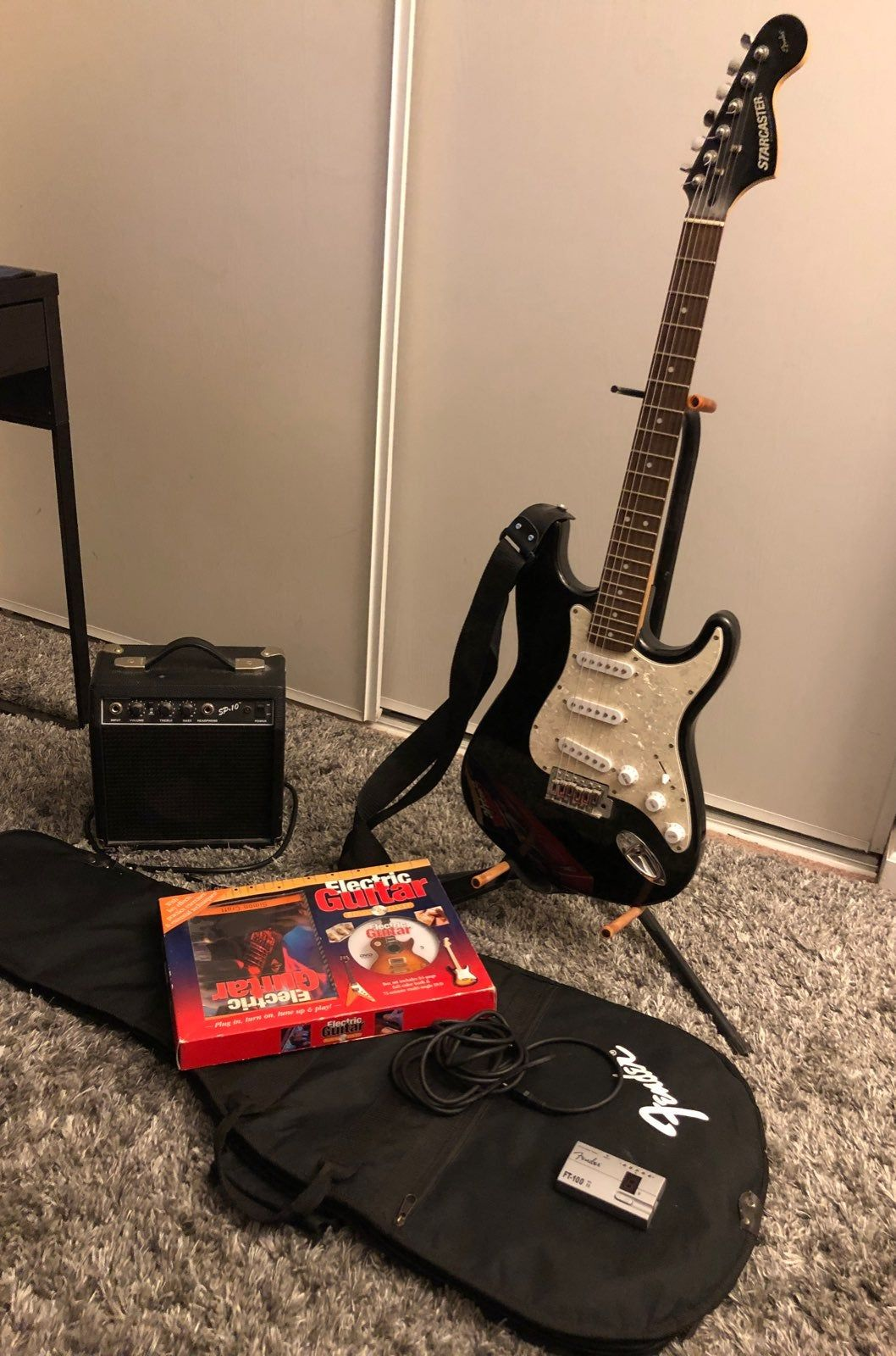 Fender starcaster electric guitar comes with amp fender