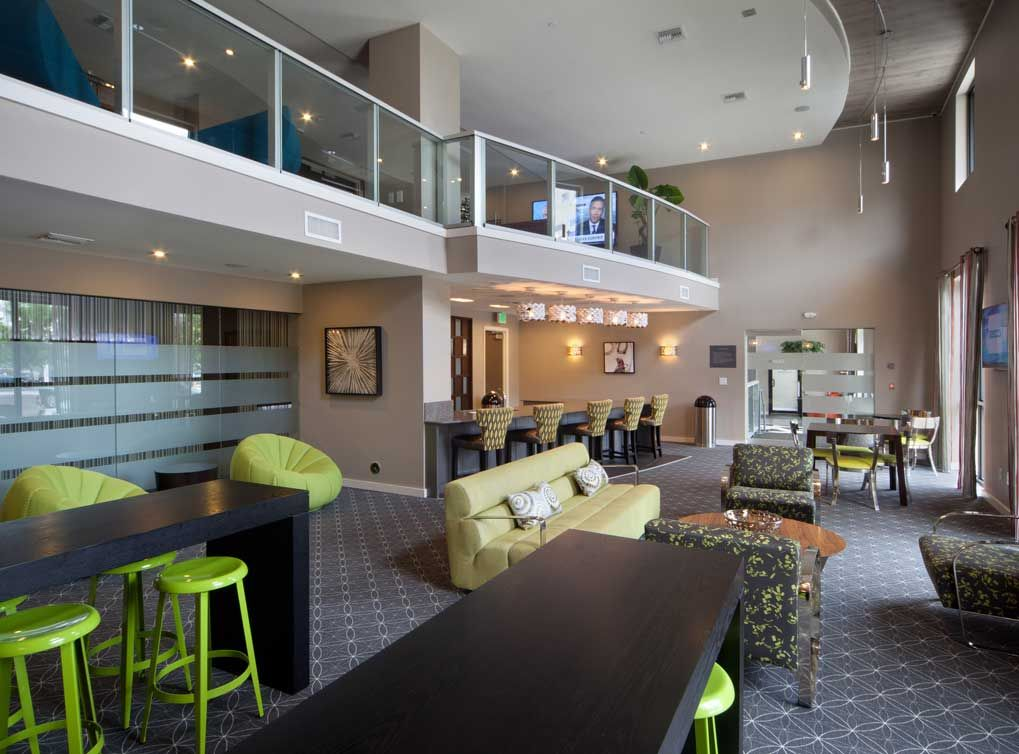 The Gorgeous Resident Lounge At Amli Dadeland Apartment