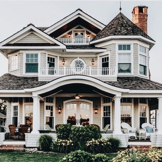 This is an amazing layout. I love that the second floor is open to the first floor, it makes the house seem huge! I love the open concept.  #floormopsathomebargains #myfuturehouse