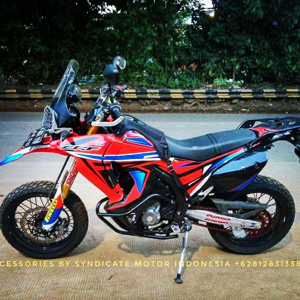 La Imagen Puede Contener Moto Y Exterior Supermoto Honda Bikes Adventure Bike