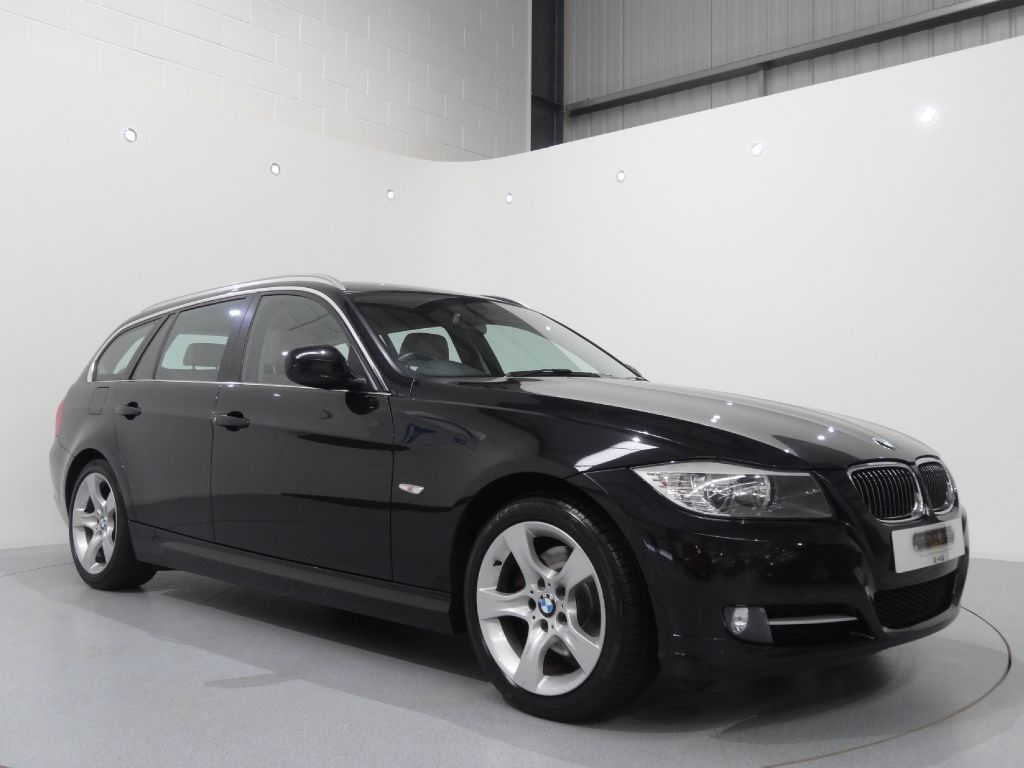 bmw 320i touring exclusive edition finished in black sapphire with