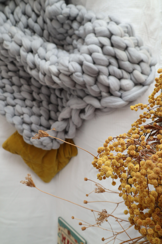 La lana más auténtica para hacer un regalo en San Valentín.   :  #Couverture #Plaid #merinosXXL #chunkywool #inspiration #decor #nature #home #la_real_lana . . . . #ideas #SanValentín #St_valentine #amor #regalosconamor #deco #decoraciónboho #bohostyle #lanaXXL #lanagordita