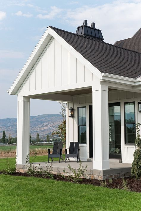 Large Exterior Plan For Modern Homes In Mix Colors: White Modern Farmhouse Home Design Board & Batten Design