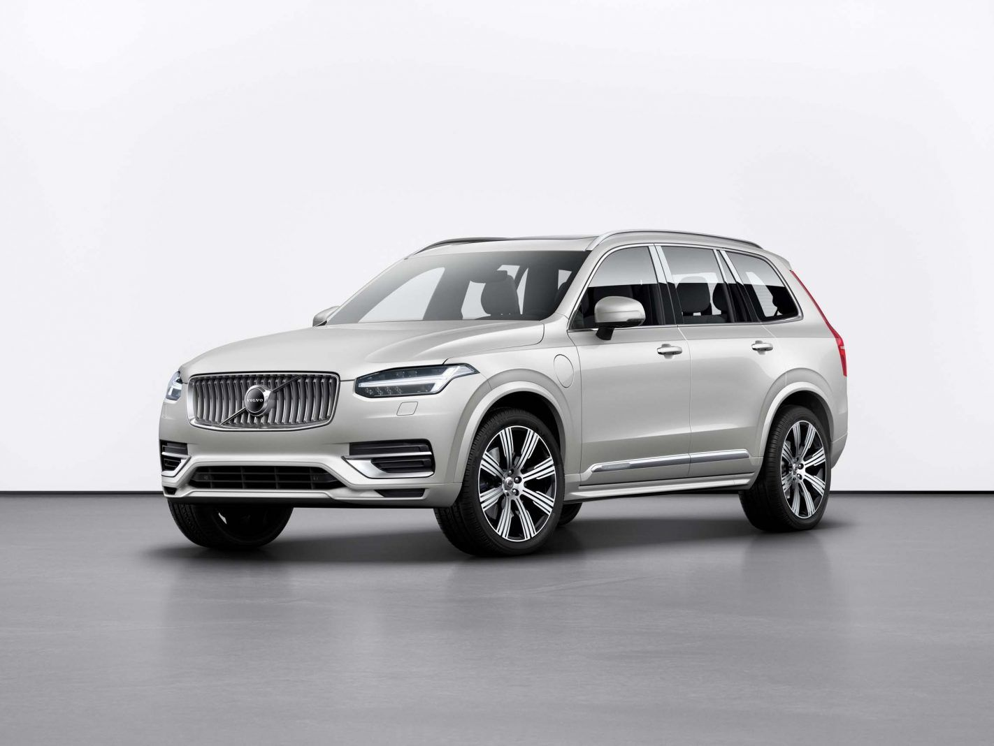 The New 2020 Volvo Xc90 Is The Bellwether Of The Well Known Scandinavian Carmaker This 3 Row High End Suv Features Refined Style A Volvo Xc90 Volvo Hybrid Car