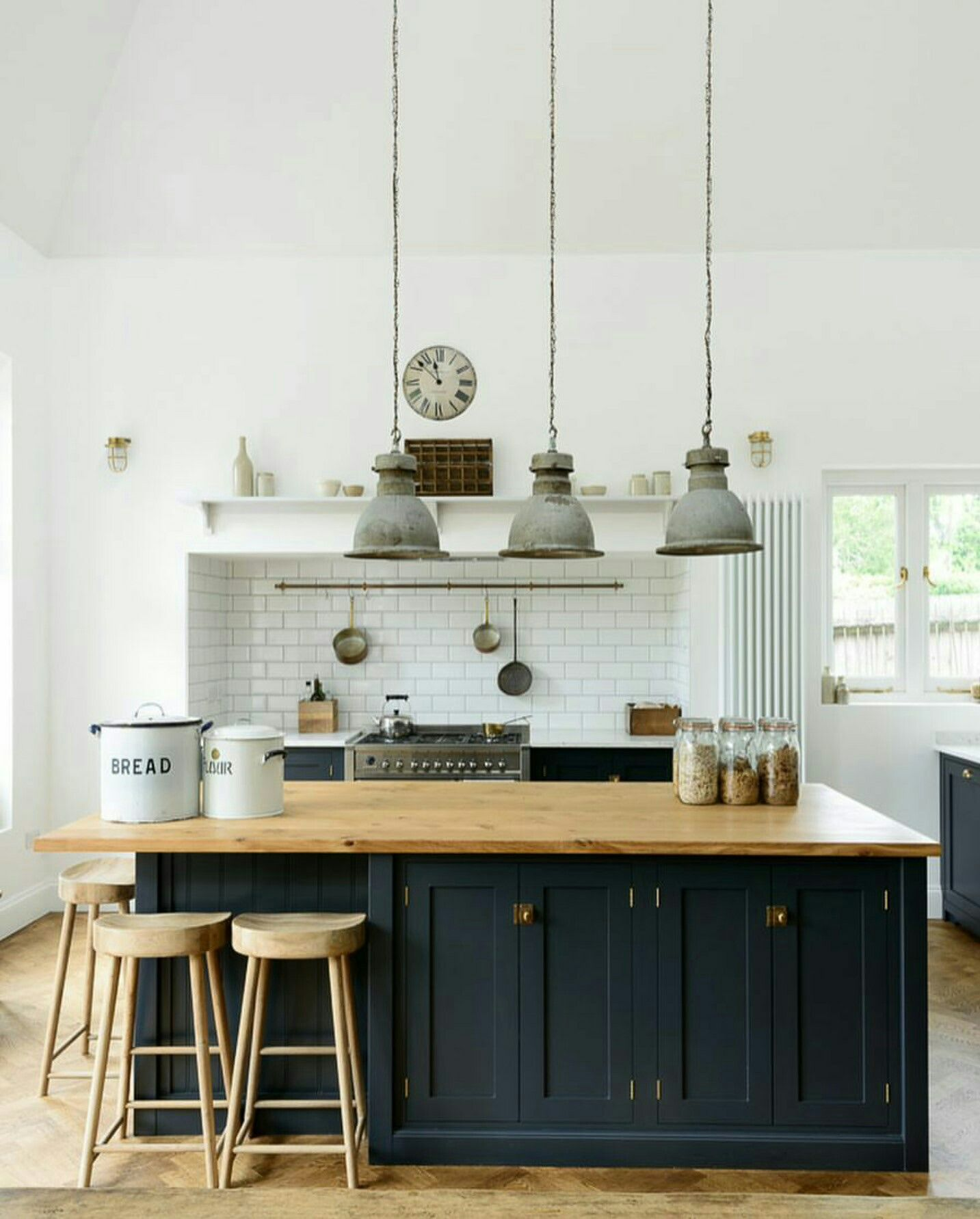 Like style not the bench top | Kitchen | Pinterest | Bench, Kitchens ...