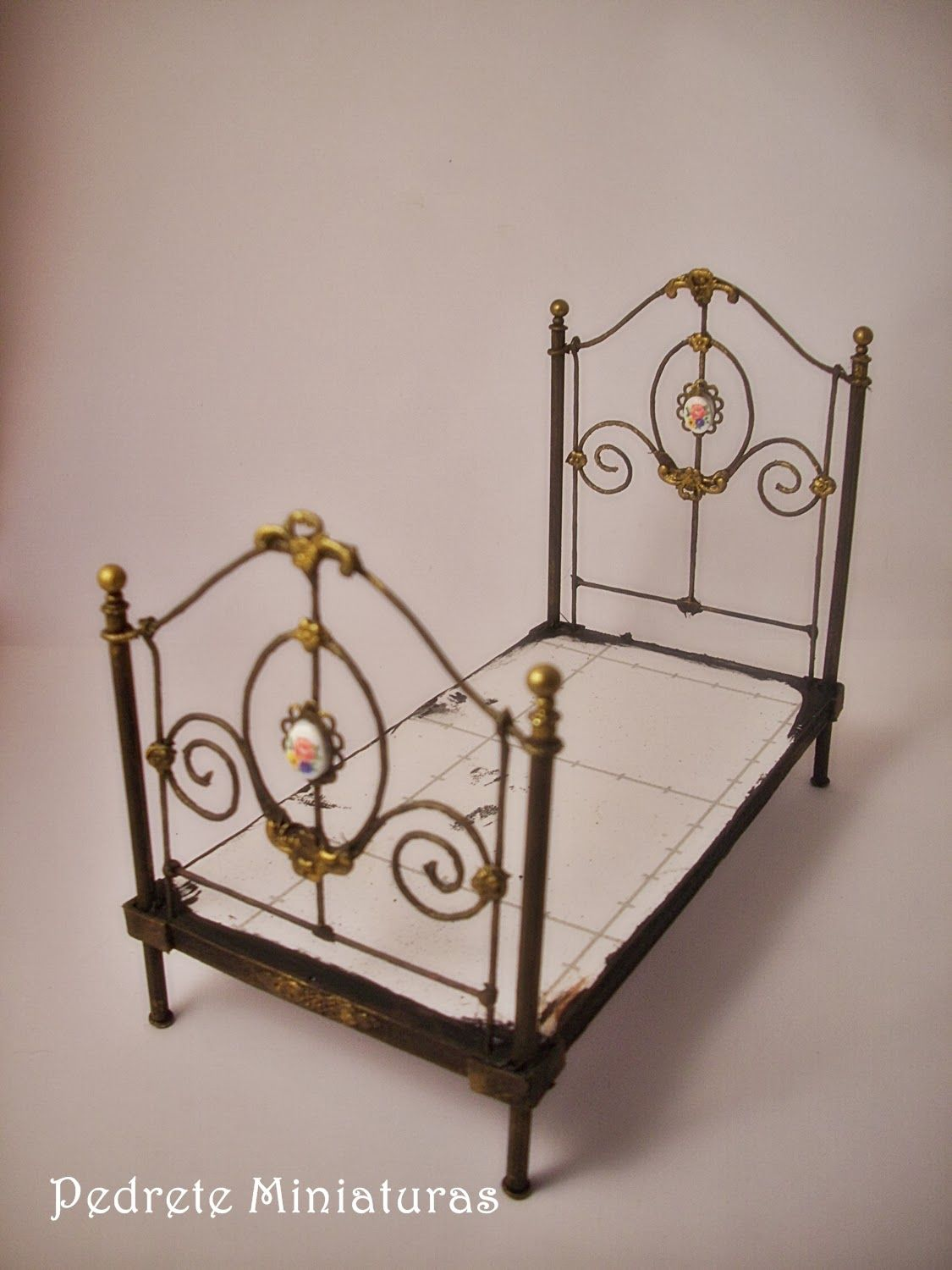 Miniature Dollhouse Bedroom Furniture How To Miniature Fancy Metal Bed Frame This Is For 1 12