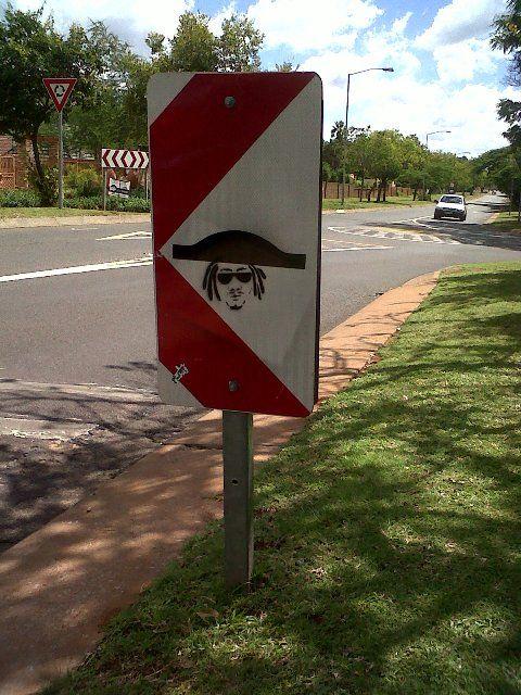 Pretoria North Artist at work. Funny signs of the week | Getaway Travel Blog