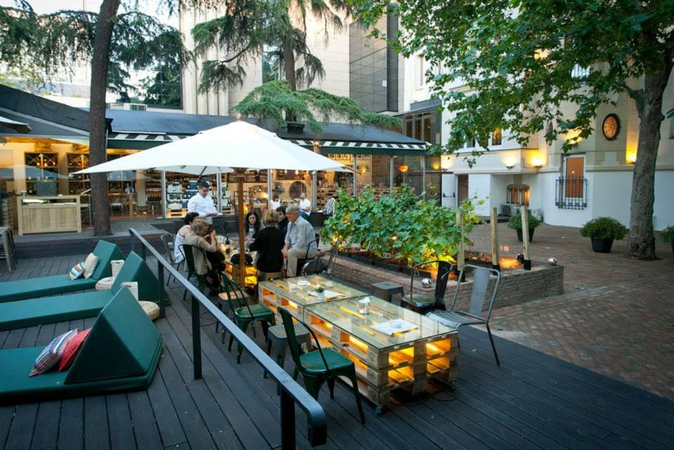 Terraza warehouse hacienda zorita madrid calle mar a de for Restaurantes con terraza madrid