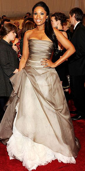 JENNIFER HUDSON in pleated organza Vera Wang gown with tulle rosettes, accented with vintage Fred Leighton. (wow!)