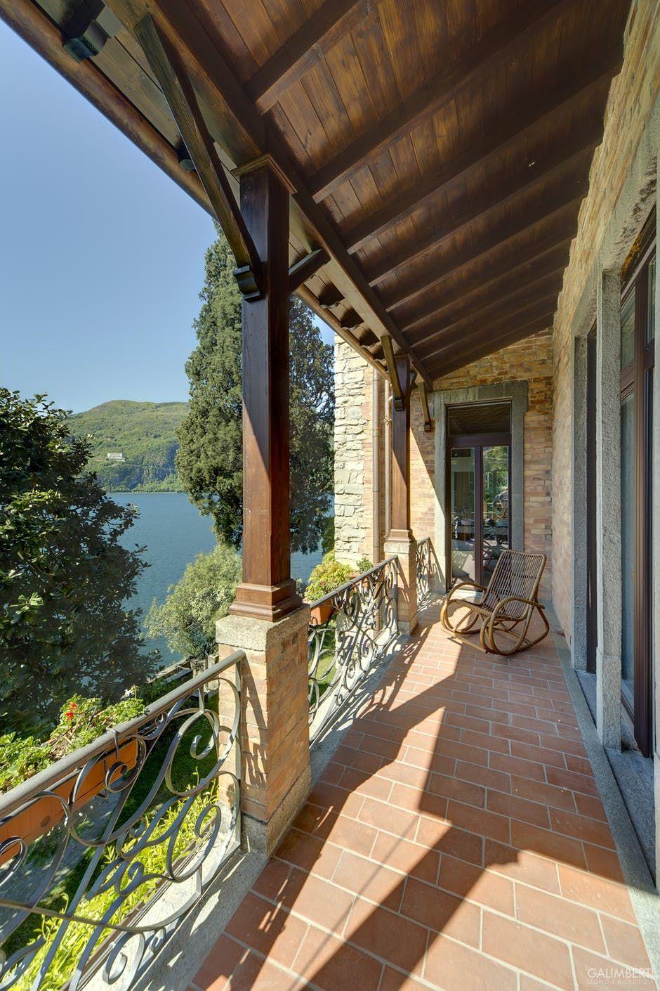 copertura portico e balcone in legno colore noce scuro