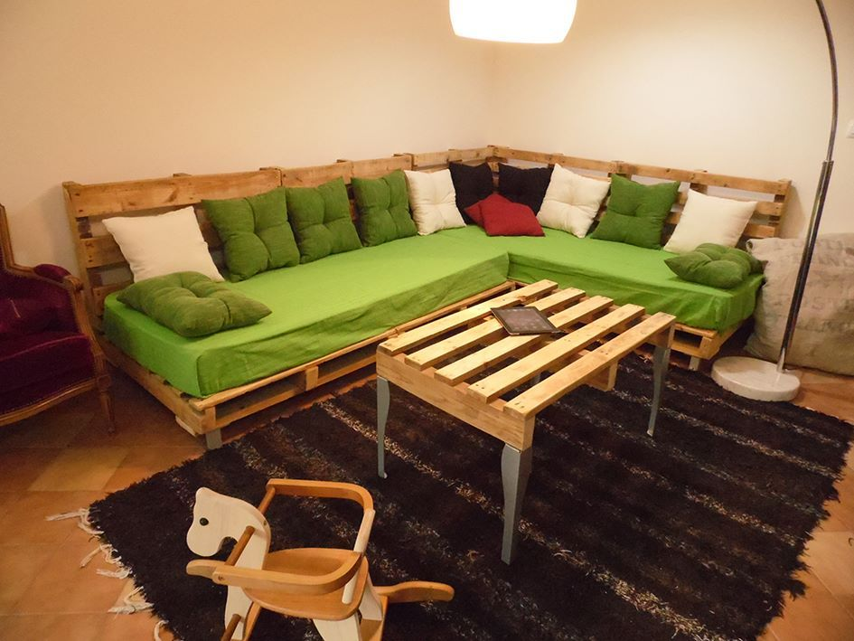 Sofa Pallet Table For A Pallets Lounge 1001 Pallets Diy Pallet Sofa Indoor Furniture Design Pallet Furniture Living Room #pallet #furniture #living #room