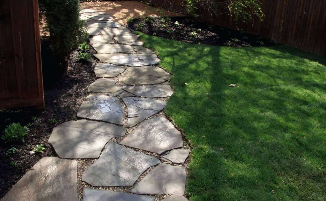 Irregular Stepping Stone Walkway With Pea Gravel Bluestone Stones Sydney Backyard Walkway Outdoor Walkway Walkways Paths