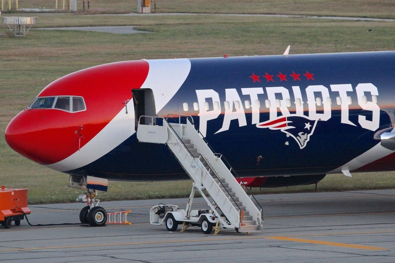 AIRKRAFTTaking tour of the Patriots; new plane on day it