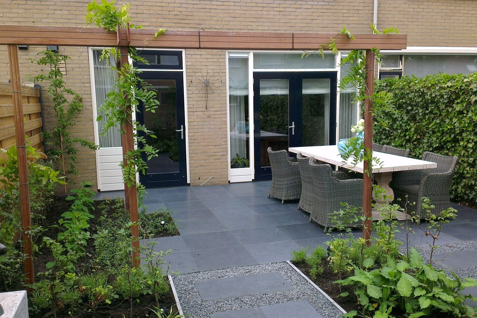 Ontwerp kleine tuin patio pinterest ontwerp tuin en for Strakke kleine tuin