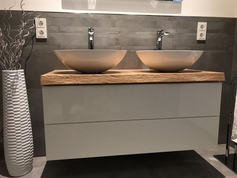 Asteiche 1210x500x50 Mm Preis 355 00 Mit Baumkante Ohne Unterschrank Z B Ikea Badezimmer Badmobel Badezimmer In 2020 Bathroom Vanity Bathroom Interior Vanity