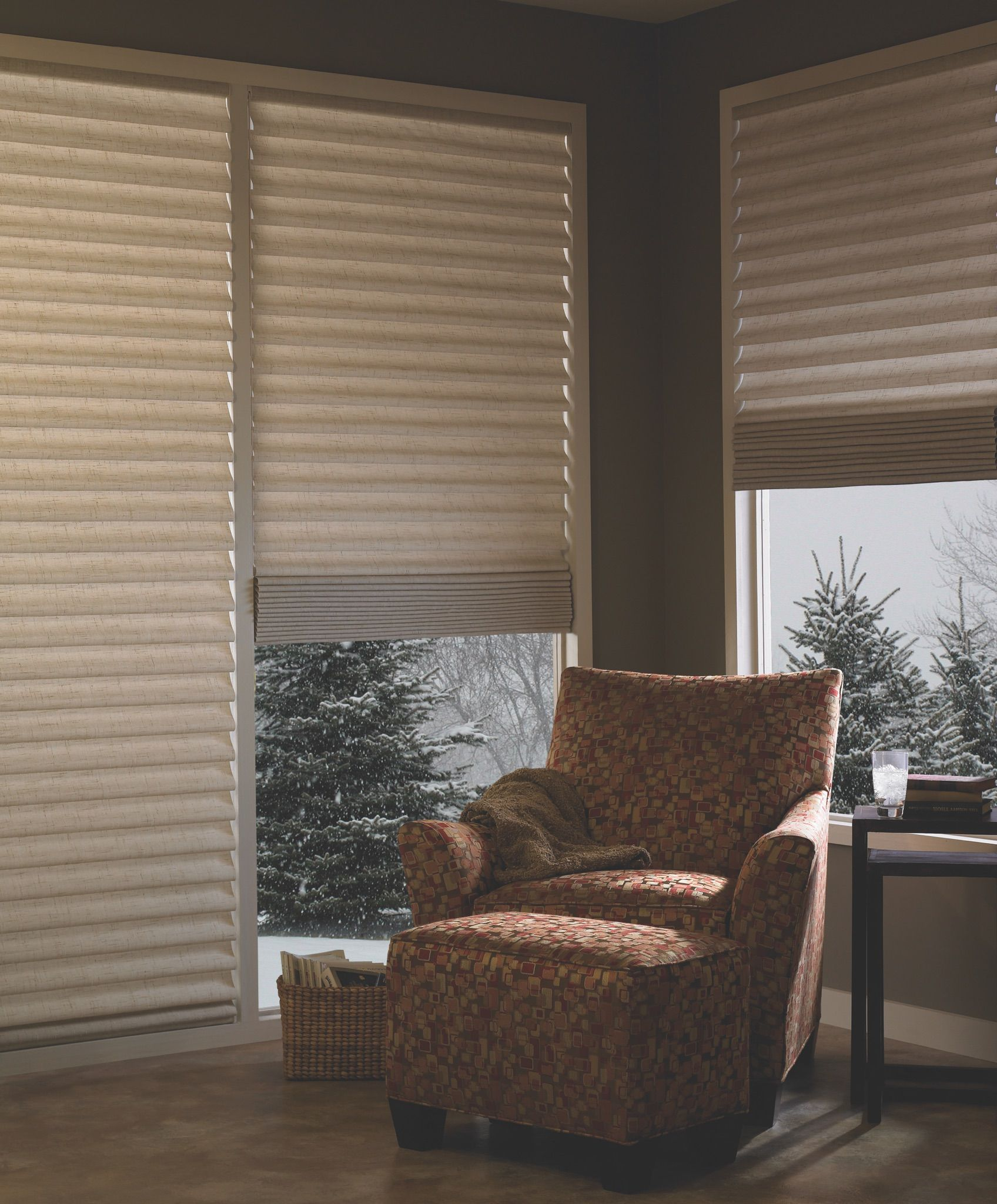 Hunter Douglas Vignette Roman Shades Offer Fresh Contemporary Fabrics And Colors In Many Design Options Modern Vertical Blinds Blinds Honeycomb Shades