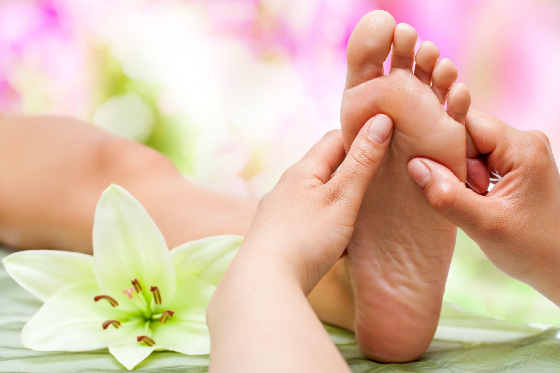 Mobile Massage London Foot massage, Foot reflexology
