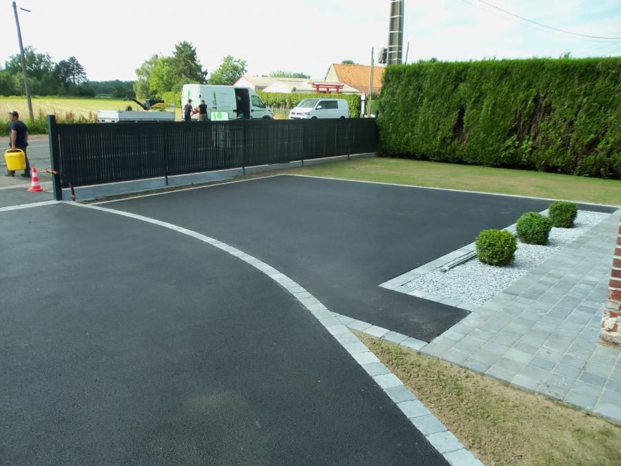 terrasse beton lisse exterieur all e goudron pinterest driveway paving driveways and house. Black Bedroom Furniture Sets. Home Design Ideas