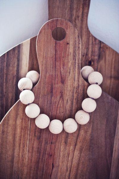 Servietten & Ringe - Holzperlen Untersetzer für Teekanne oder Töpfe - ein Designerstück von butiksofie bei DaWanda